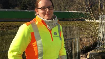 Viviane Loesch Kanalreinigerin aus Moosbronn in Arbeitskleidung