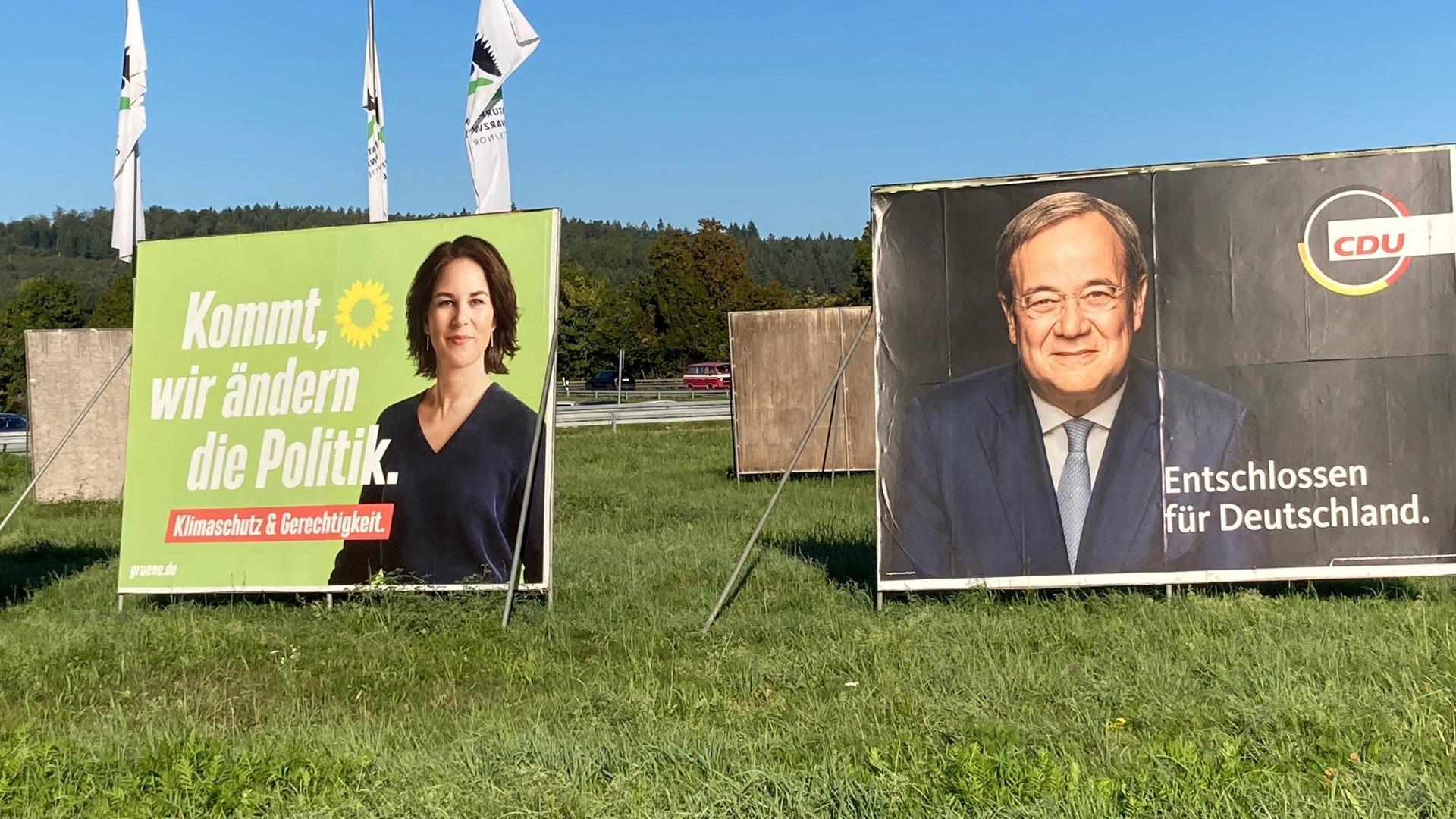 2 Wahlplakate