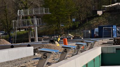 Waldseebad Gaggenau: Baustelle, Becken, Sprungturm, Startblöcke