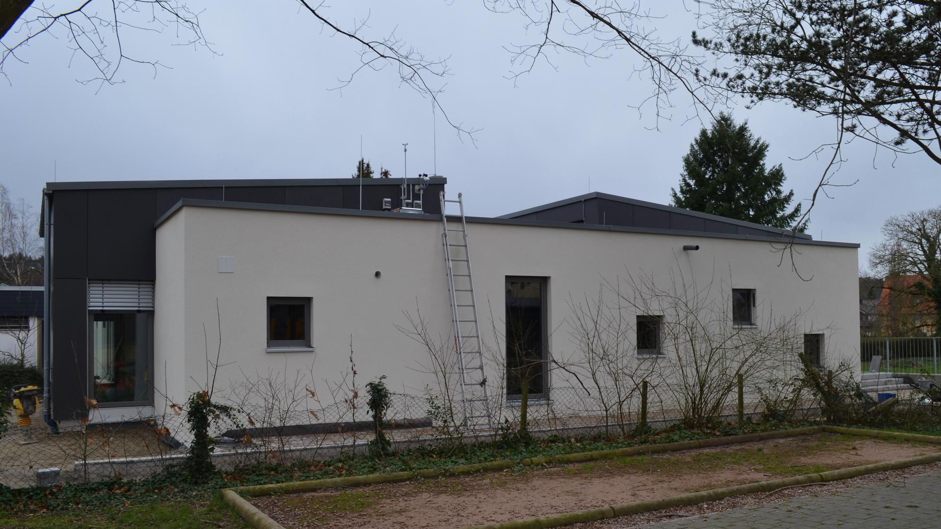 Der Erweiterungsbau des katholischen Kindergartens in Gaggenau-Bad Rotenfels ist fertiggestellt worden. Die Einweihungsfeier für Dienstag, 3. März, wurde wegen des Coronavirus aber kurzfristig abgesagt.