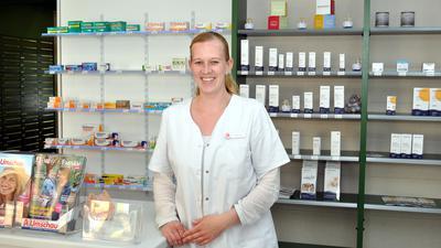 Apothekerin Ann-Kristin Behrend arbeitet derzeit noch mit vier Angestellten in ihrer Filiale in Hörden. Ab Juni wird sie gemeinsam mit ihrem Mann in der Gernsbacher Löwen-Apotheke am Verkaufstisch stehen.