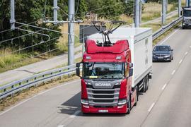 Jungfernfahrt auf dem eWayBW mit Verkehrsminister Winfried Herrmann  als Beifahrer.