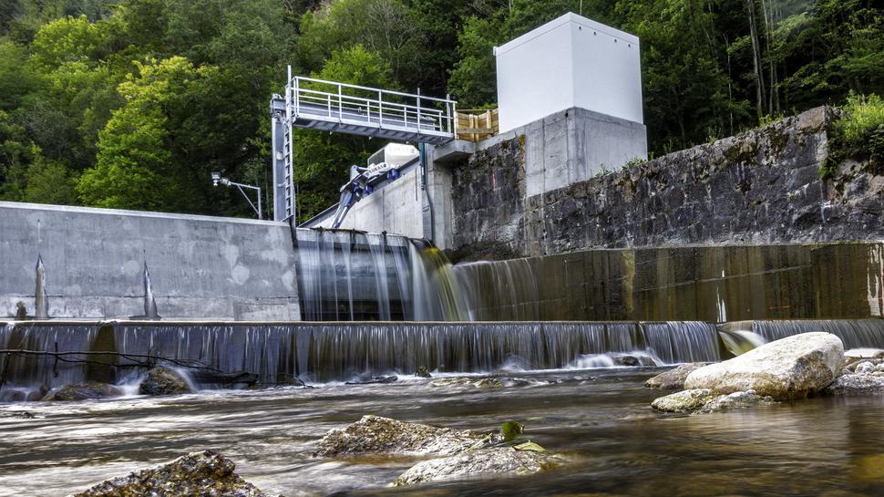 Abstiegsmöglichkeit für Fische: Am rechten Beckenrand gibt es einen Durchlass mit Auffangbecken für die Flussbewohner.