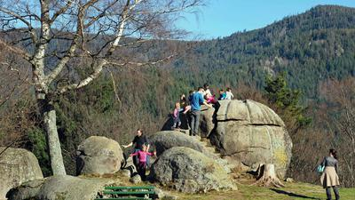 Giersteine bei Forbach Bermersbach, mehrere Erwachsene und Kinder