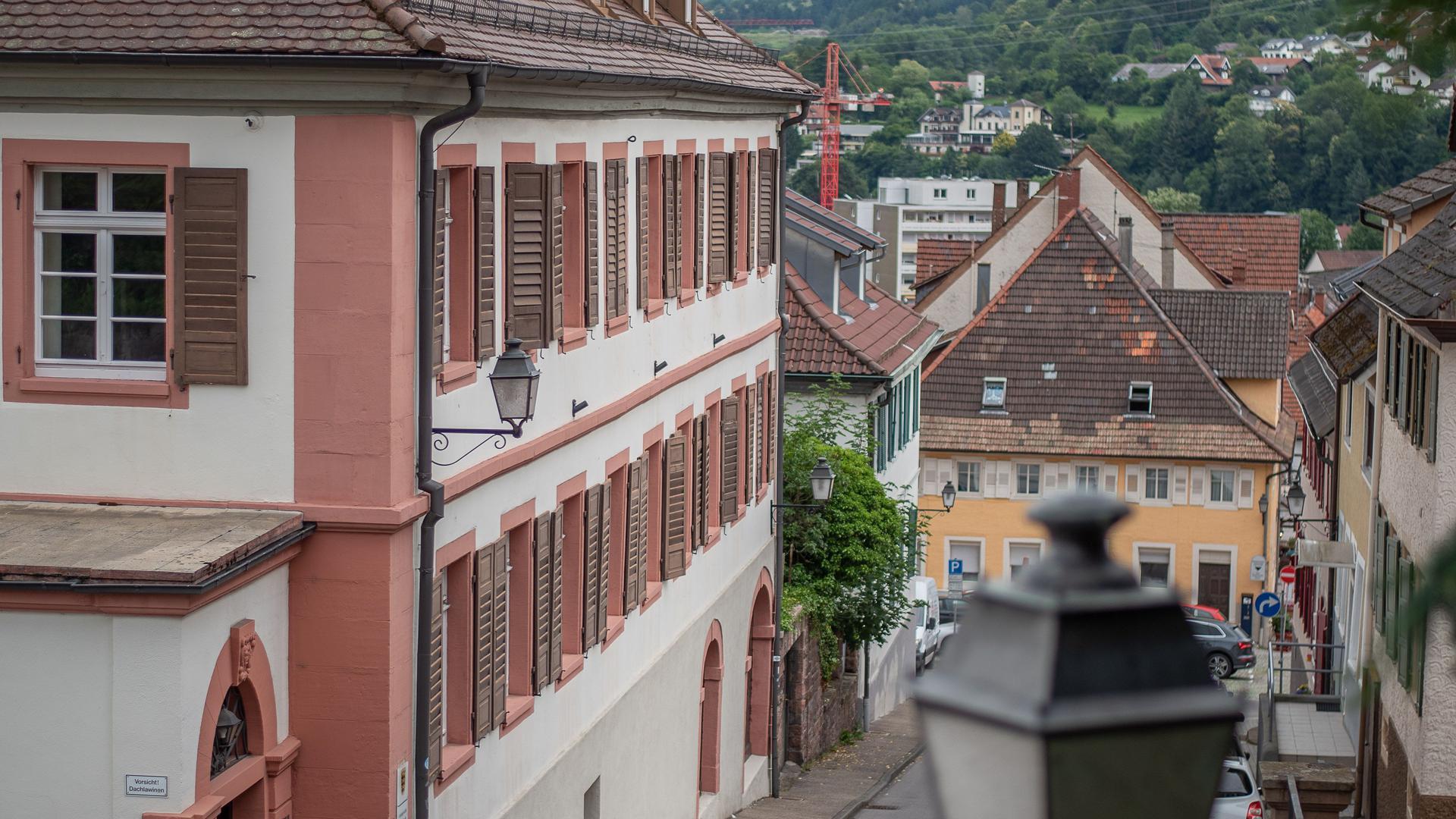 Blick von oben auf Häuserzeile