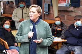 Die baden-württembergische Kultusministerin Susanne Eisenmann beim Herbstfest der Gernsbacher CDU.