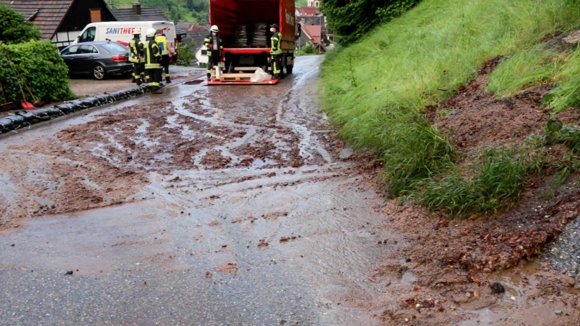 Feuerwehr verschmutzte Straße