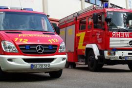 Zwei Feuerwehrfahrzeuge vor dem Feuerwehrhaus Gernsbach-Obertsrot