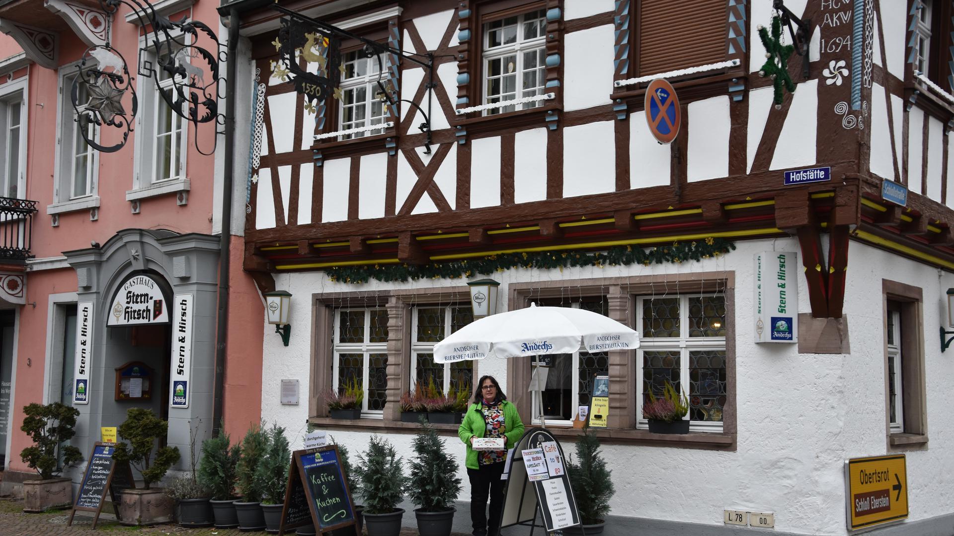 """Das Wirtspaar Cannistraro ist alleine im Dauereinsatz beim Abholservice von 11 bis 19.30 Uhr in ihrer Gaststätte """"Stern und Hirsch"""""""