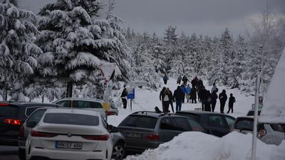 Die Schneelandschaft lockt Ausflügler: Der Besucheransturm im Nordschwarzwald forderte die Ordnungshüter. Der Kaltenbronn in Gernsbach ist zwischen den Jahren stark frequentiert worden.