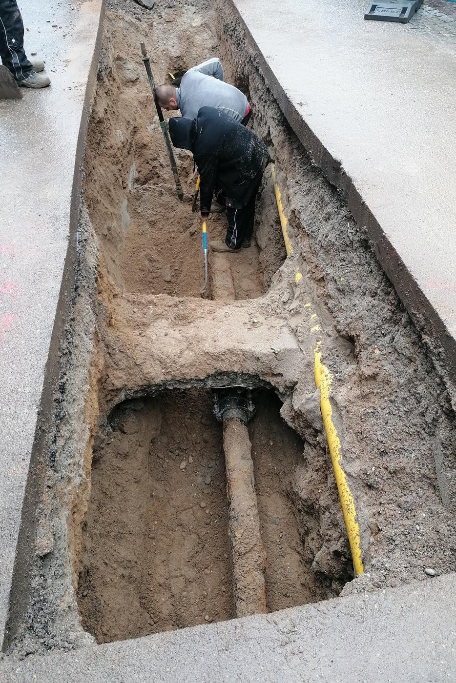Die Bruchstelle unter der Betonabedeckung wurde schell repariert.