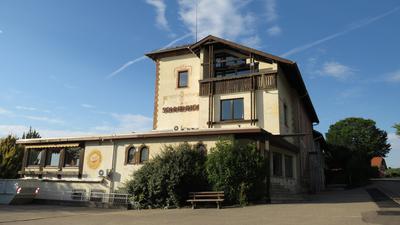 """Außenansicht des ehemaligen Hotels """"Sonnenhof"""" in Gernsbach. Der Landkreis Rastatt entschied sich dafür den """"Sonnenhof"""" herzurichten und dort eine Corona-Isolierstation für bis zu 40 Personen zu installieren."""
