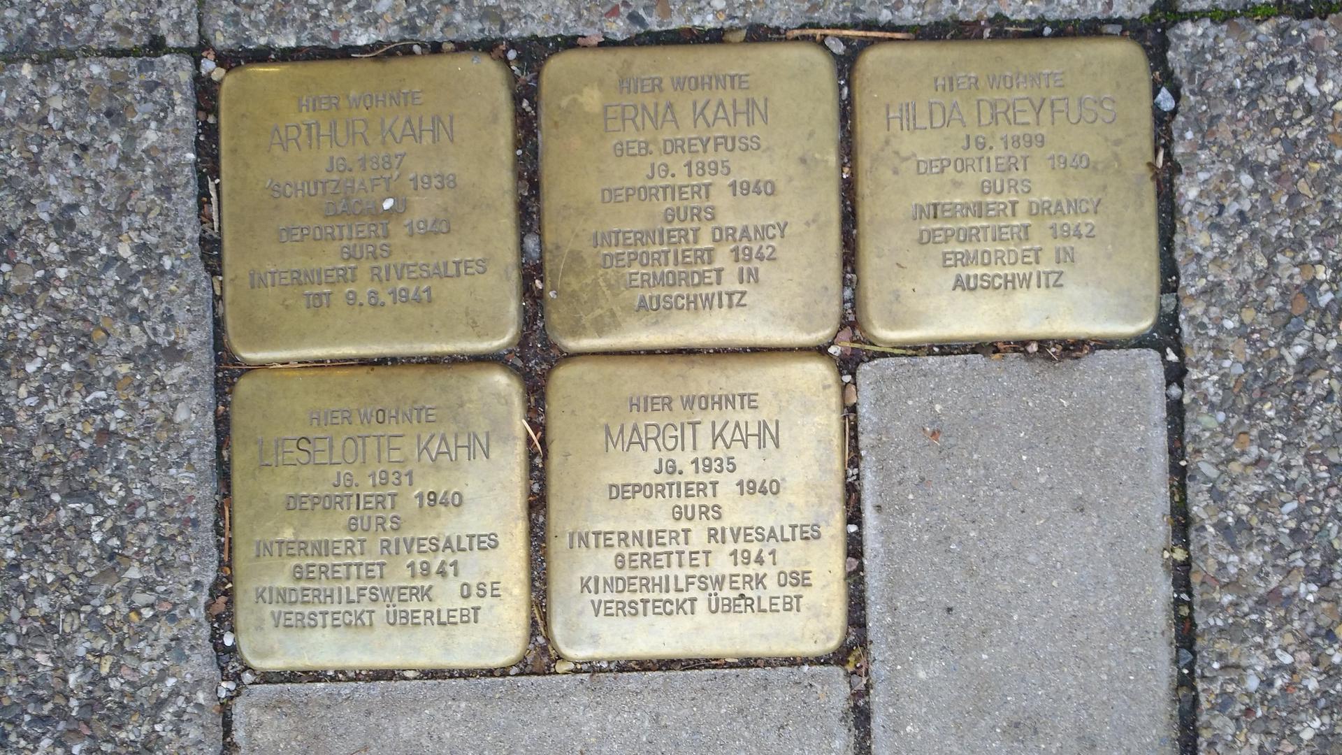 Stolpersteine Kahn: In der Bleichstraße 4 sind für die jüdische Familie Kahn Stolpersteine angebracht. Nach sechsjähriger Odyssee durch Frankreich fanden die Mädchen Lieselotte und Margit in den USA eine neue Heimat.