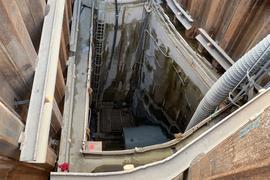 Schwindelerregend: 22 Meter geht es an der künftigen Rettungstreppe am Blumenweg in die Tiefe.