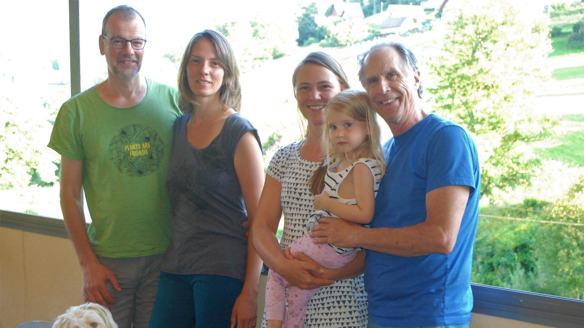 Vier Erwachsene und ein Kind