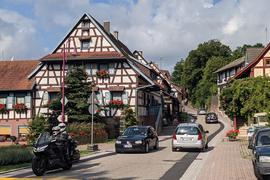 Die Untere Dorfstraße in Loffenau ist normalerweise vielbefahren.