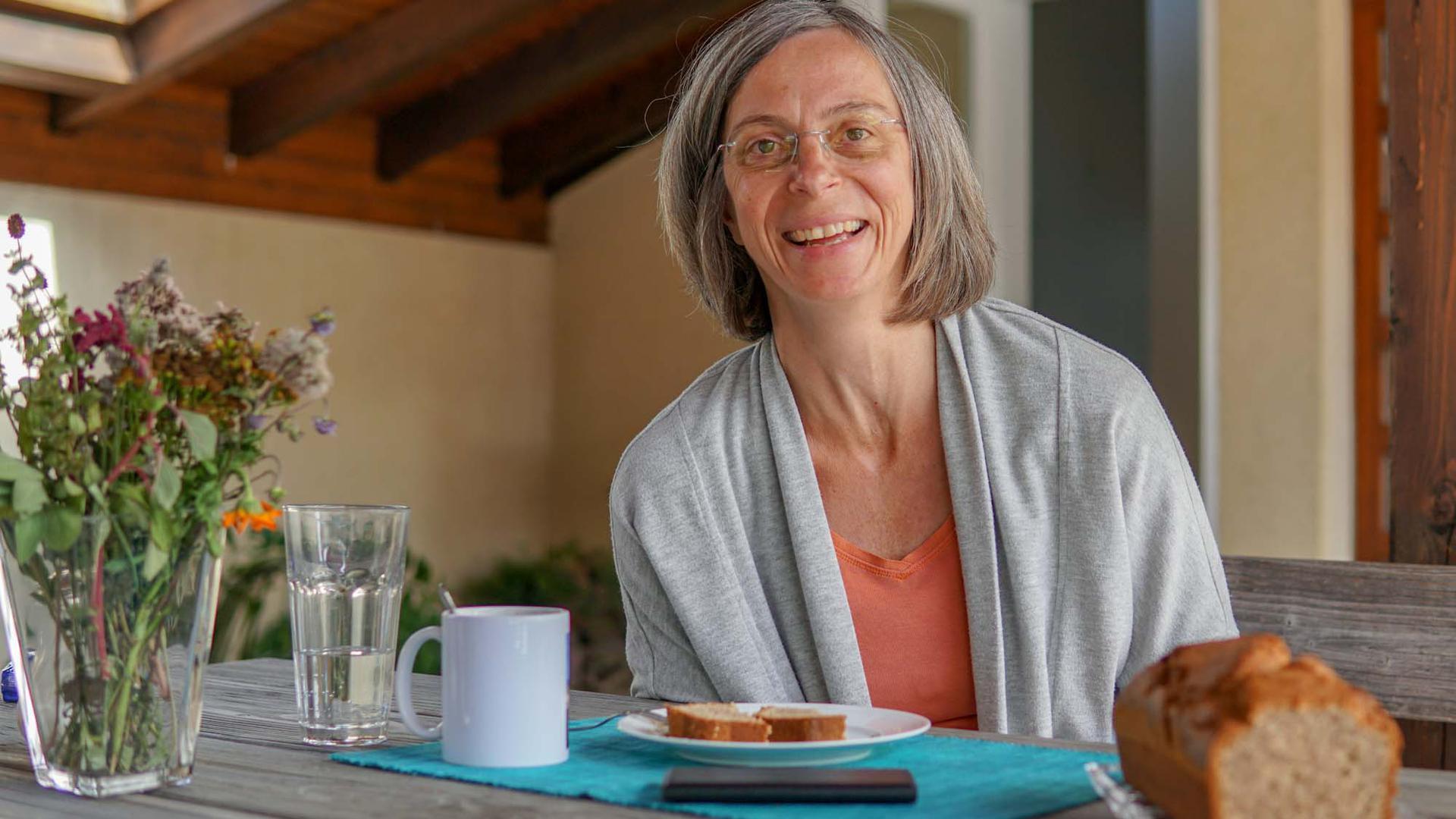 Seit 21 Jahren arbeitet Elisabeth Ruck als Haushälterin für den katholischen Pfarrer Friedbert Böser.