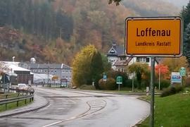 "Ortseingang Weisenbach mit falschem Schild ""Loffenau"""
