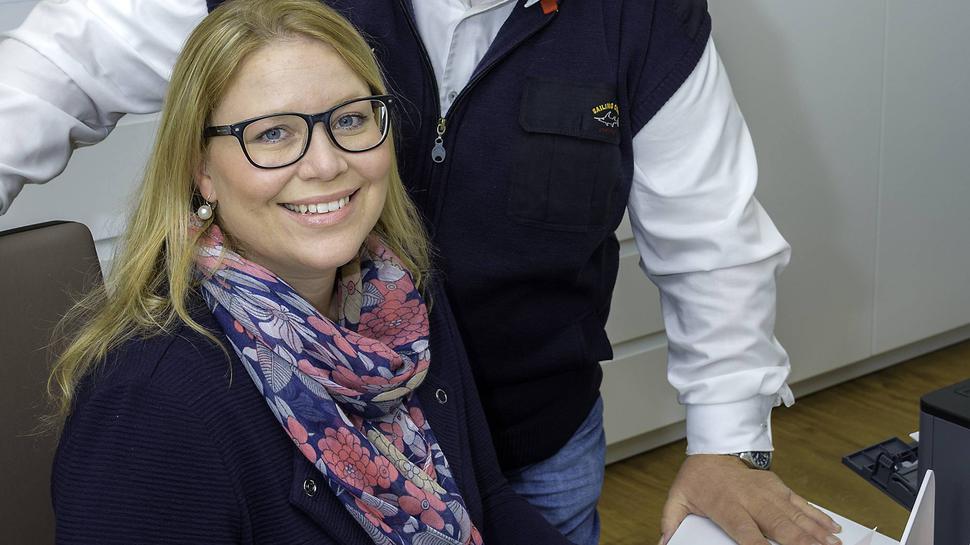 Tochter und Vater gemeinsam am Arbeitsplatz: Eva Zink hat in Forbach die Praxis ihres Vaters Hermann übernommen.