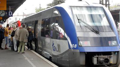 Metrorhin Bahnhof Offenburg21.08.2006, BZ - OFB: Damit auch die Ortenau vom TGV profitiert, braucht es schnelle Verbindungen nach Straßburg   wie hier von Offenburg aus im Stundentakt. P. Heck28.08.2006, BZ - WKE: Damit auch die Ortenau vom TGV profitiert, braucht es schnelle Verbindungen nach Straßburg   wie hier von Offenburg aus im Stundentakt. P. Heck02.07.2011, BZ - OFB: Die Metro Rhin ist eine Möglichkeit mit der TGO die Grenze zu überschreiten. ARchivfoto: Peter Heck ABB Achern