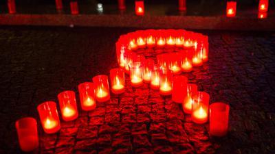 Organisationen und Wissenschaftler in Deutschland warnen vor negativen Nebeneffekten der Corona-Pandemie auf den Kampf gegen Aids. Die Zahl der HIV-Neuinfektionen ist 2019 gestiegen, gab jetzt das RKI bekannt.