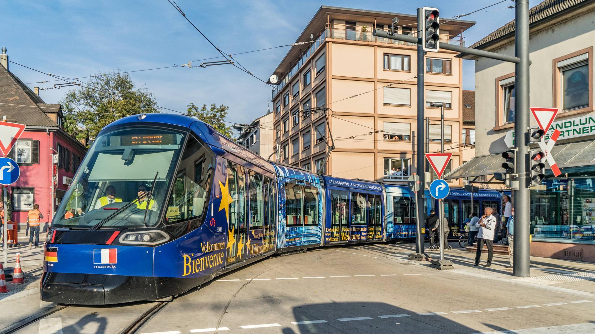 UNTERWEGS IN DIE ZUKUNFT:  In wenigen Tagen beginnt der Regelbetrieb der Straßburger Tramlinie D bis vor das Kehler Rathaus
