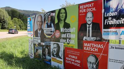 Wahlplakate Bundestagswahl 2021 am Ortseingang Sasbachwalden