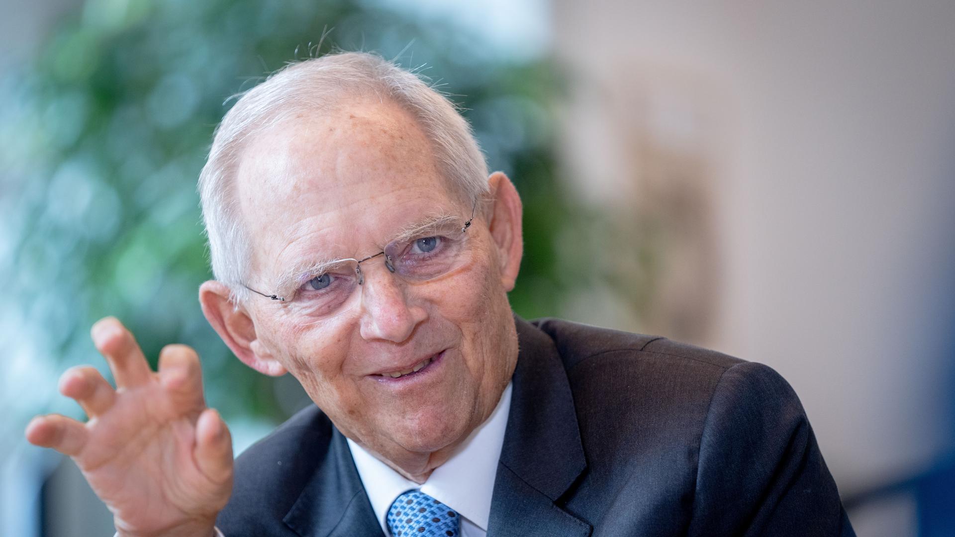 Wolfgang Schäuble (CDU), Bundestagspräsident, spricht in einem Interview.