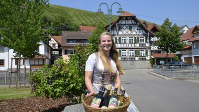 Weinprinzessin Hannah Walter wirbt für das Weinfest. Foto: Hubert Röderer