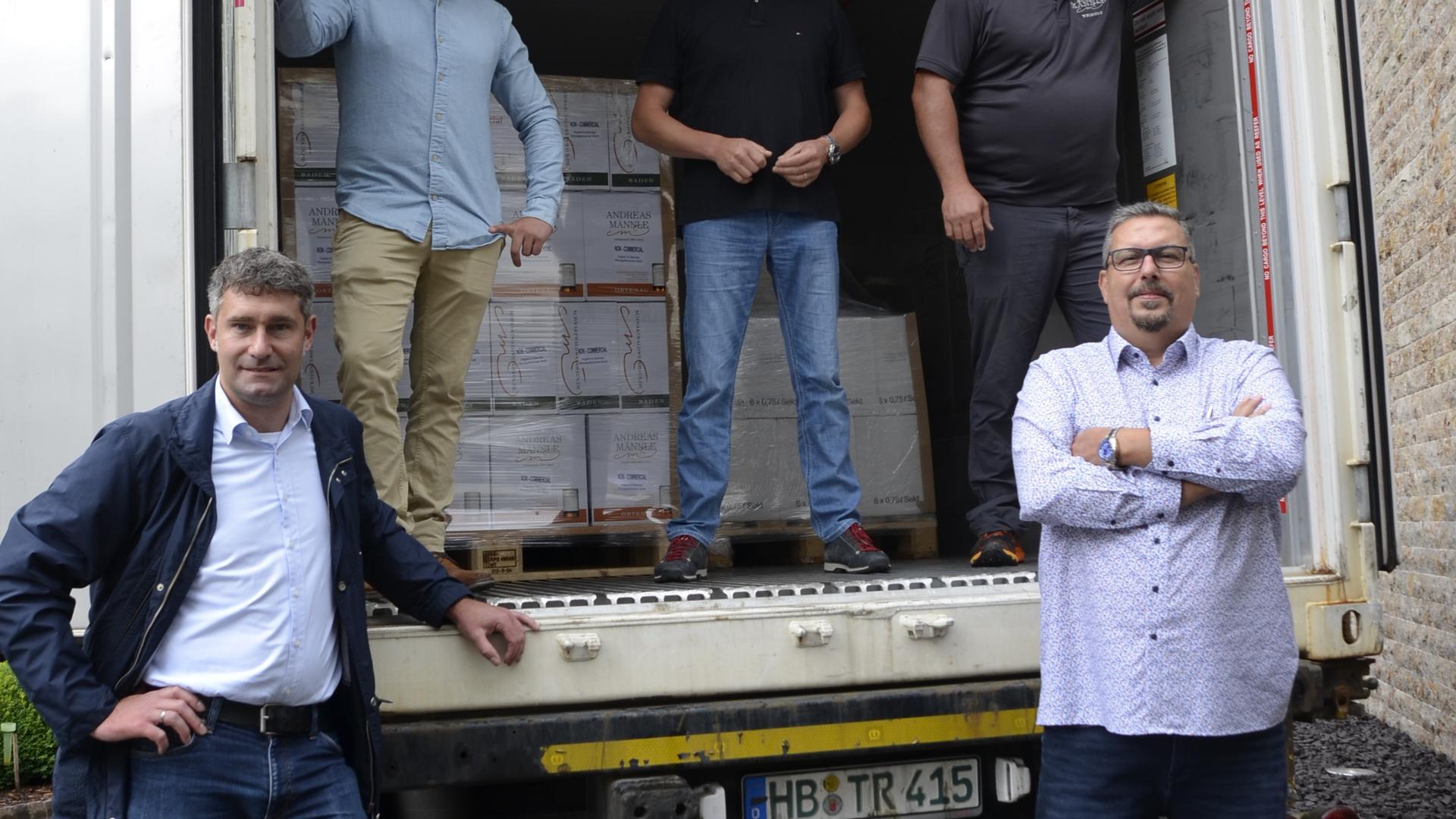 Ahmed Hashem (rechts vorne) mit den Vertretern der Ortenauer Betriebe.  F