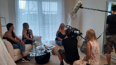 Auf der Suche nach dem einen Kleid: Gleich zwei Fernsehteams drehten im Sommer im Brautsalon Lecher in Großweier, einer der Sendetermine ist an diesem Donnerstag, 5. November.