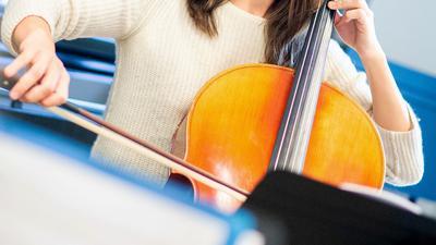 Unterrichtsstunde auf dem Cello