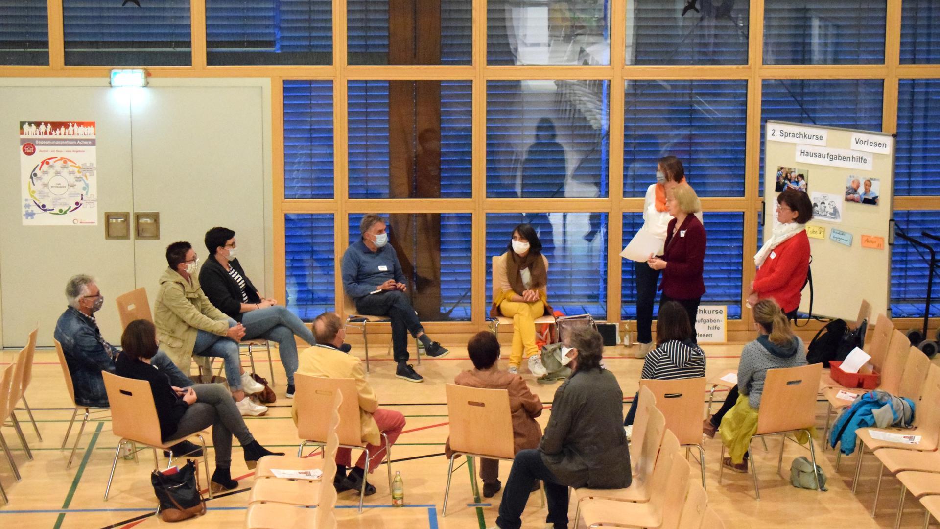 Beim Informationsabend zu einem Begegnungszentrum für alle Generationen in Achern erfuhren Interessierte in Kleingruppen mehr über die Möglichkeiten eines ehrenamtlichen Engagements.