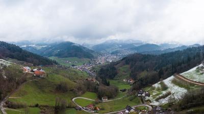 Blick ins Achertal, hier auf den Ottenhöfener Ortsteil Lauenbach, fotografiert von der Blaubronn aus.