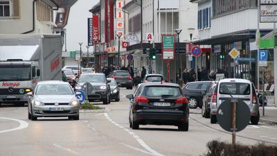 Verkehr in der Hauptstraße in Achern