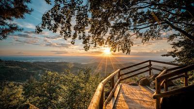 Weite Aussichten: Wer auf dem Felsenweg im Achertal unterwegs ist, für den bietet sich eine Rast am Bürstenstein an - oder einfach für den Ausblick in den Sonnenuntergang.
