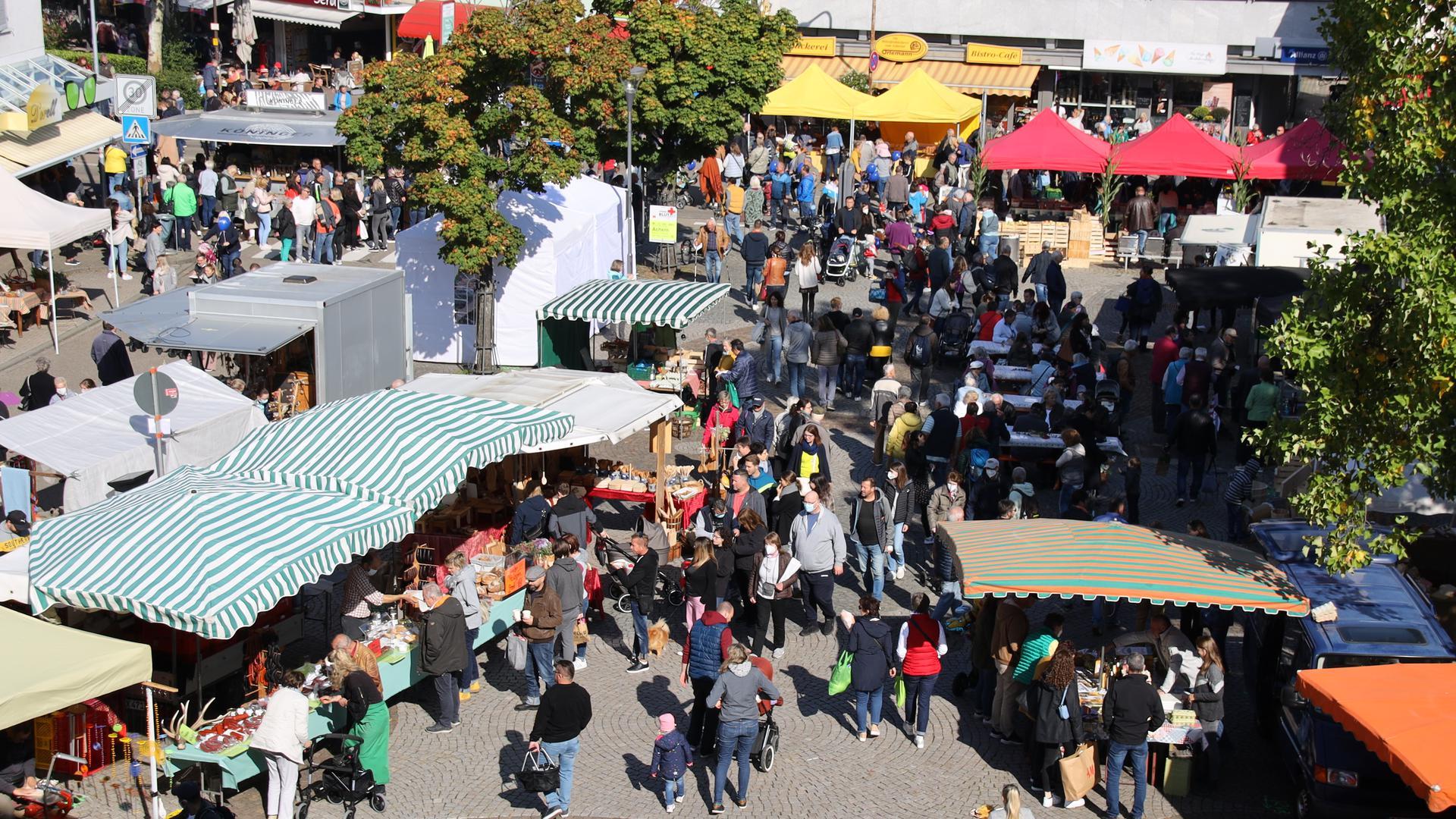 Bei herrlichem Spätsommerwetter zog es Tausende zum 50. Acherner Bauernmarkt und den Ständen von 100 Marktleuten.