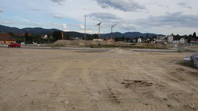 Achern - ehemaliges Gelände der Glashütte - heute Neues Wohnen an der Acher: Im Bild der Standort des künftigen Kindergartens