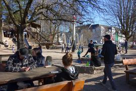 Sonne lockt ins Freie: Reger Betrieb herrschte auf dem Spielplatz im Acherner Stadtgarten.