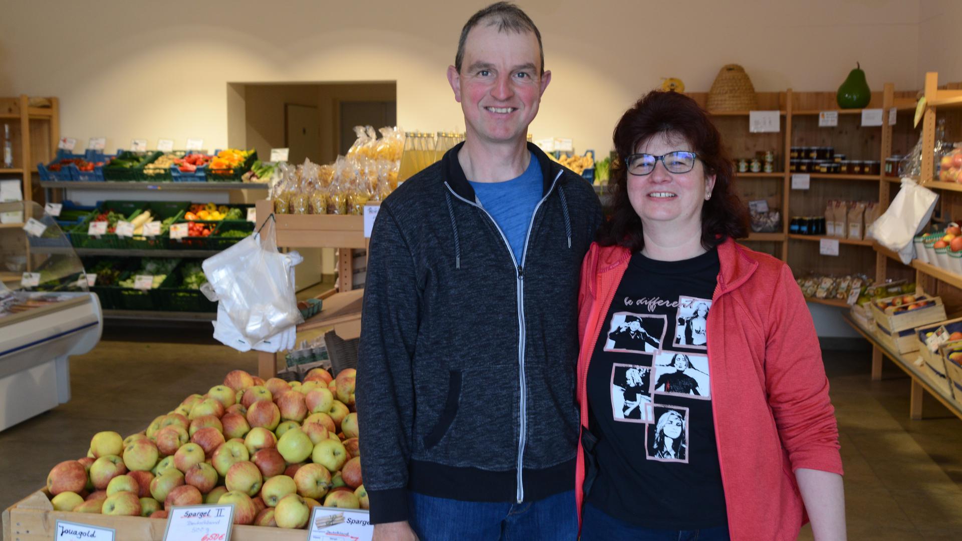 Martin und Iris Weber in ihrem Hofladen in Mösbach.