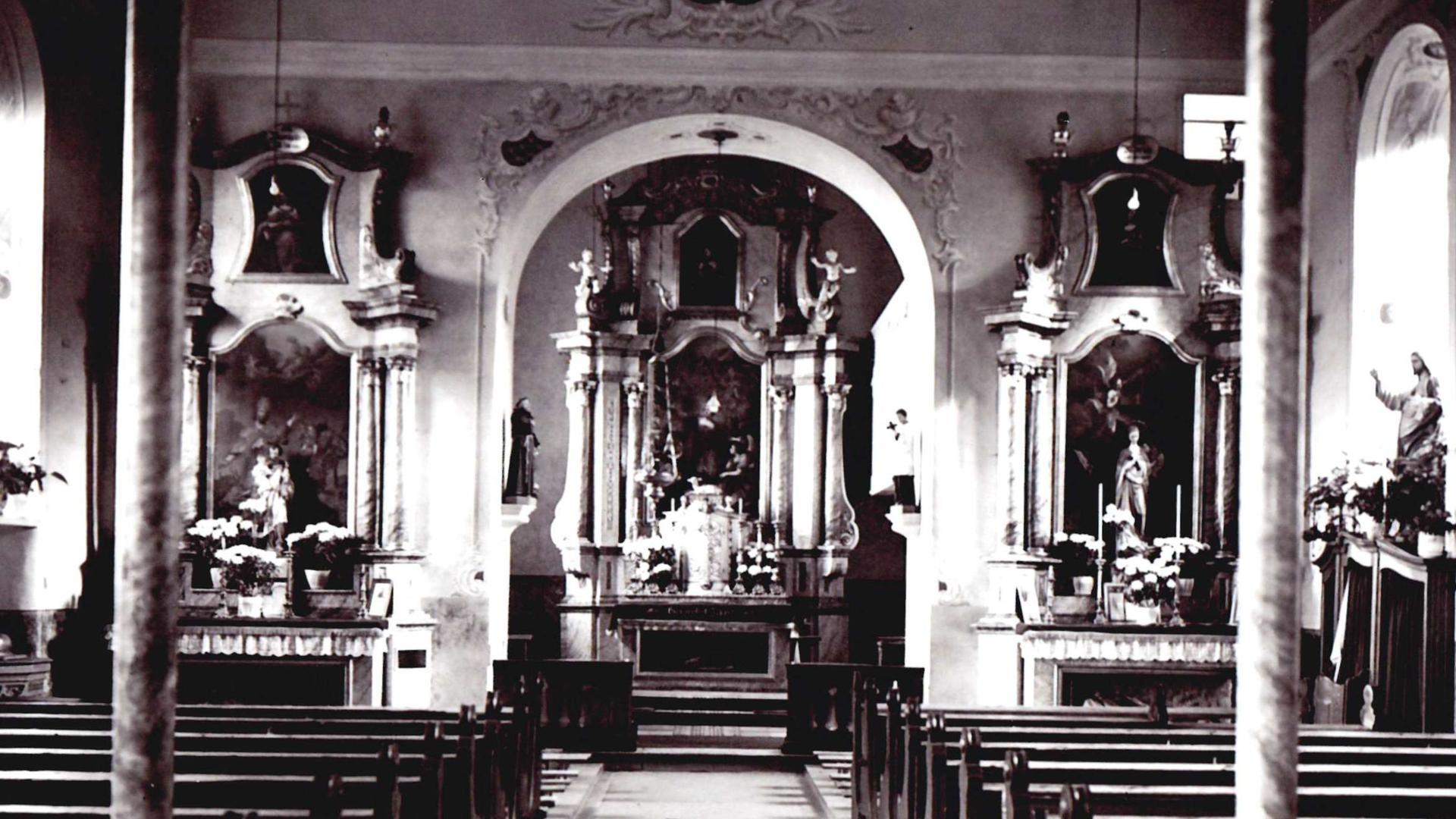 Blickrichtung zum Altar in der Alten Kirche Fautenbach