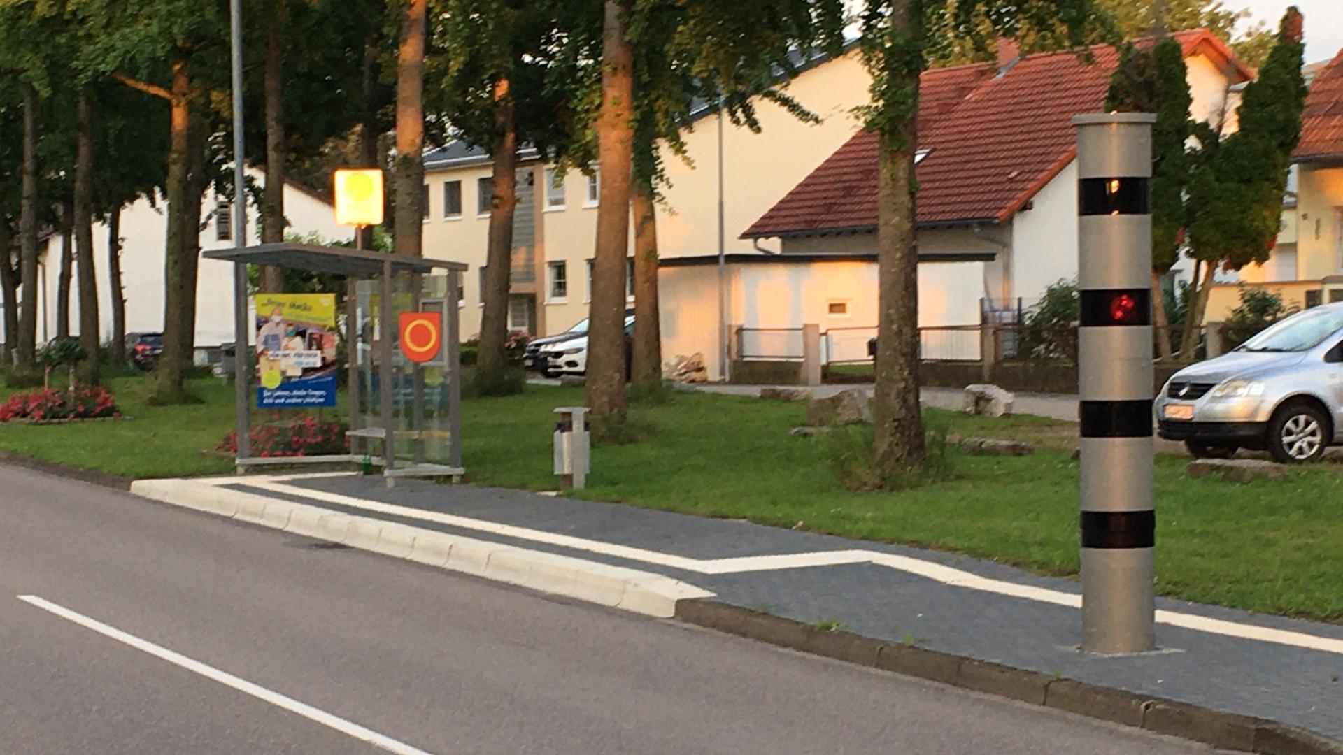 Fest installierte Blitzer, wie hier am Ortseingang von Bodersweier, sollen nach dem Willen des Bau- und Umweltausschusses auch bald in Achern für gemäßigtes Tempo auf den Straßen sorgen. Foto: Michael Brück
