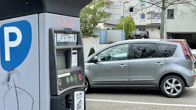 Parkscheinautomat auf Parkplatz in Achern