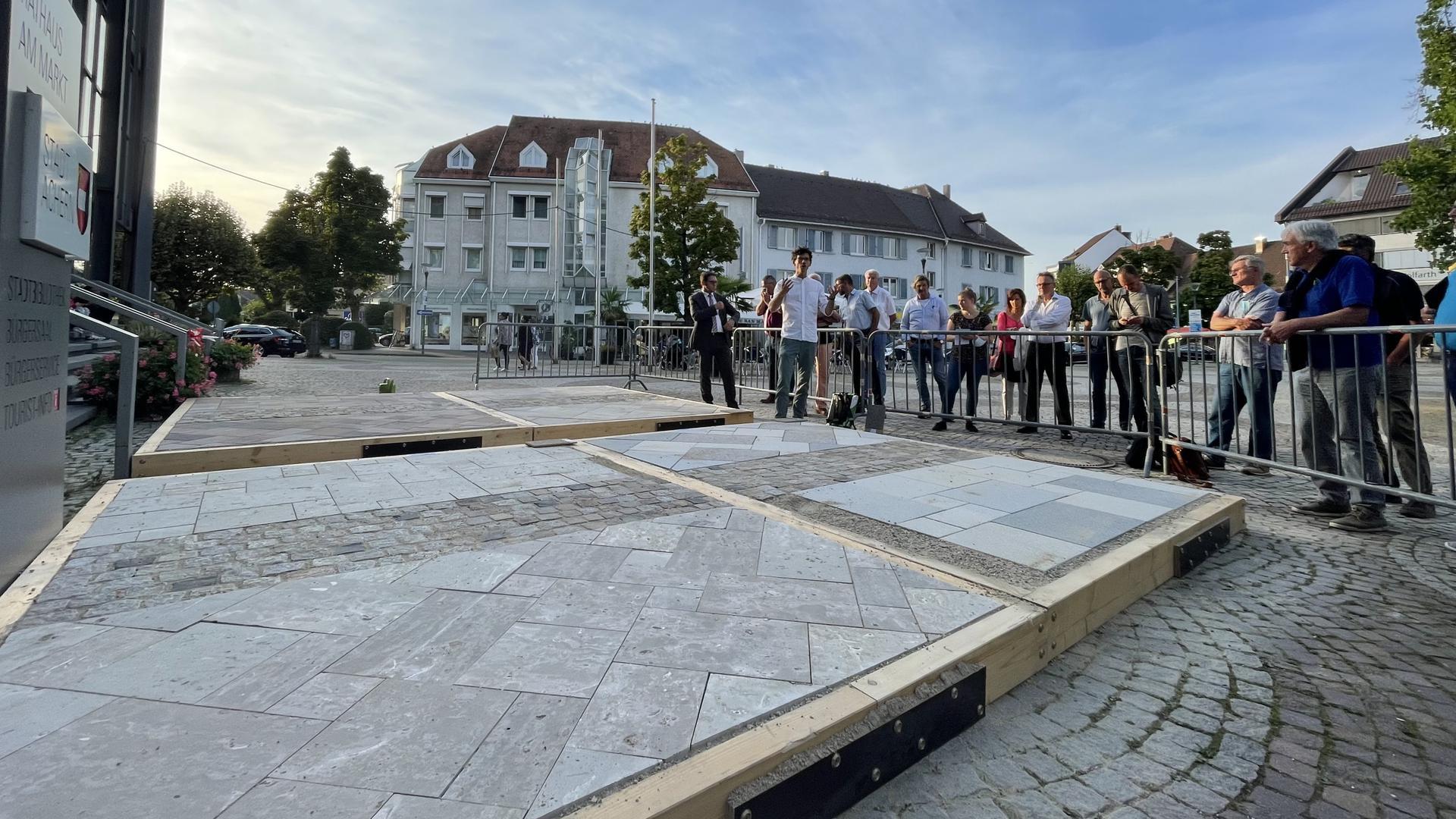 Auswahl der Platten für die Neugestaltung von Markt- und Rathausplatz in Achern