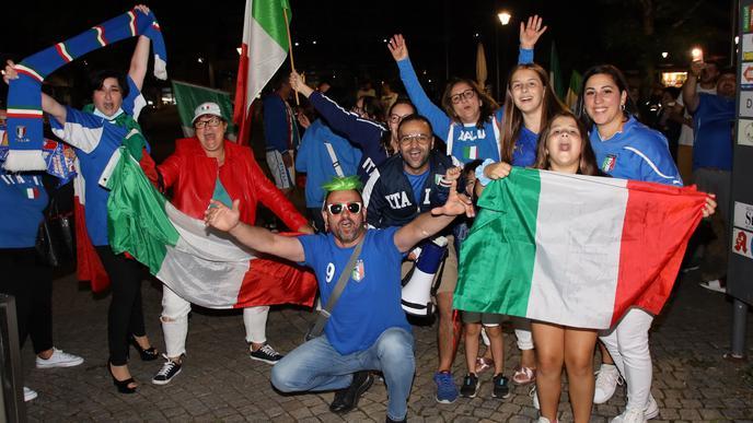 Mit Kind und Kegel: Italienische Fans feiern den EM-Titel in Achern ausgelassen.