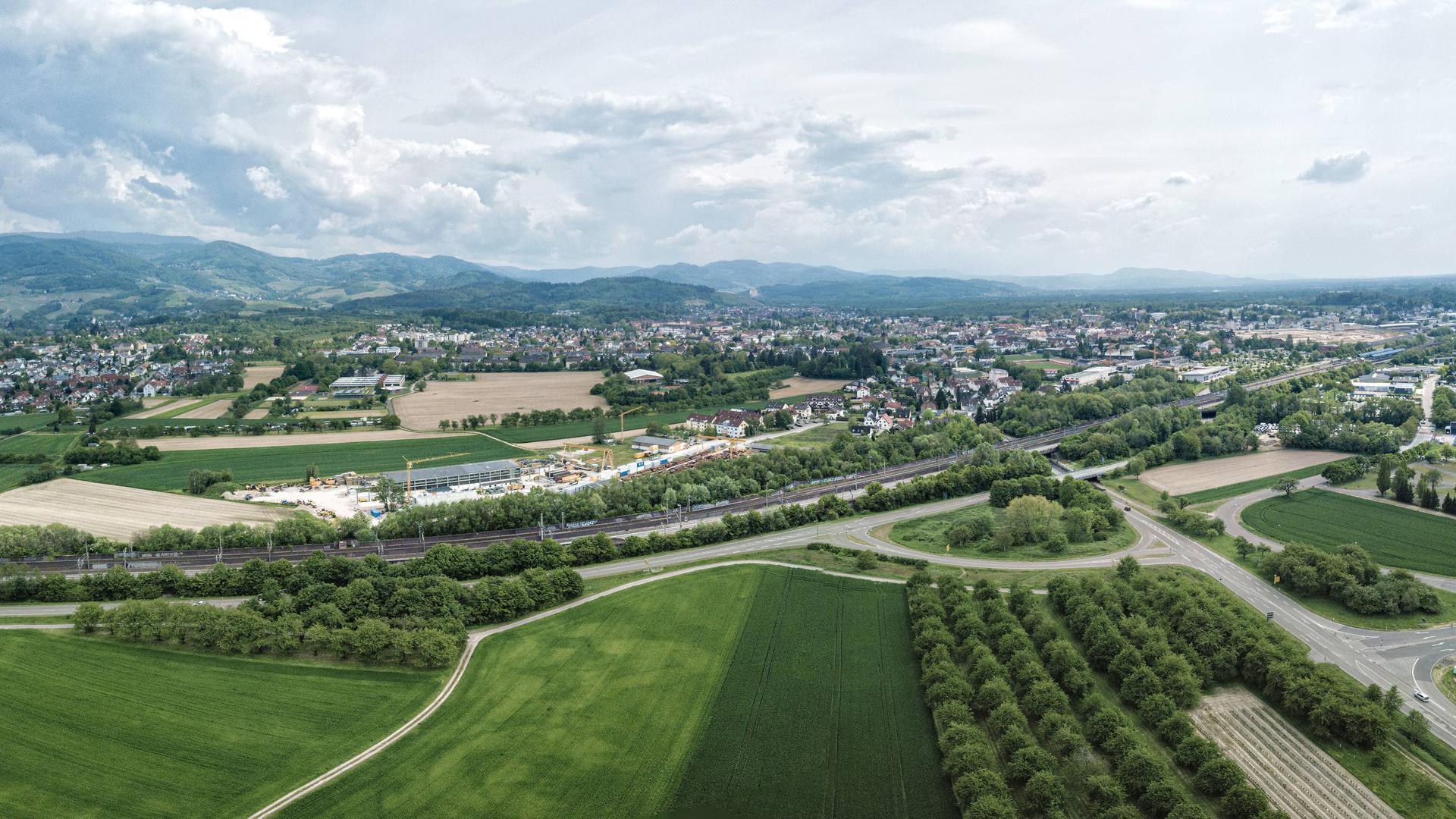 Nordtangente in Planung: Eine neue Straße soll eine Verbindung zwischen der Infrastrukturstraße (Kreisstraße 5309) und der Sasbacher Straße (Kreisstraße 5308) schaffen. Dazu müssen die neue Bundesstraße 3 und die Bahnlinie gekreuzt werden.