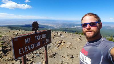 Extremwanderer Mario Graf aus Oberachern  auf dem Mount Taylor im US-Bundesstaat New Mexico. Der Berg gilt den Ureinwohnern als heilig.