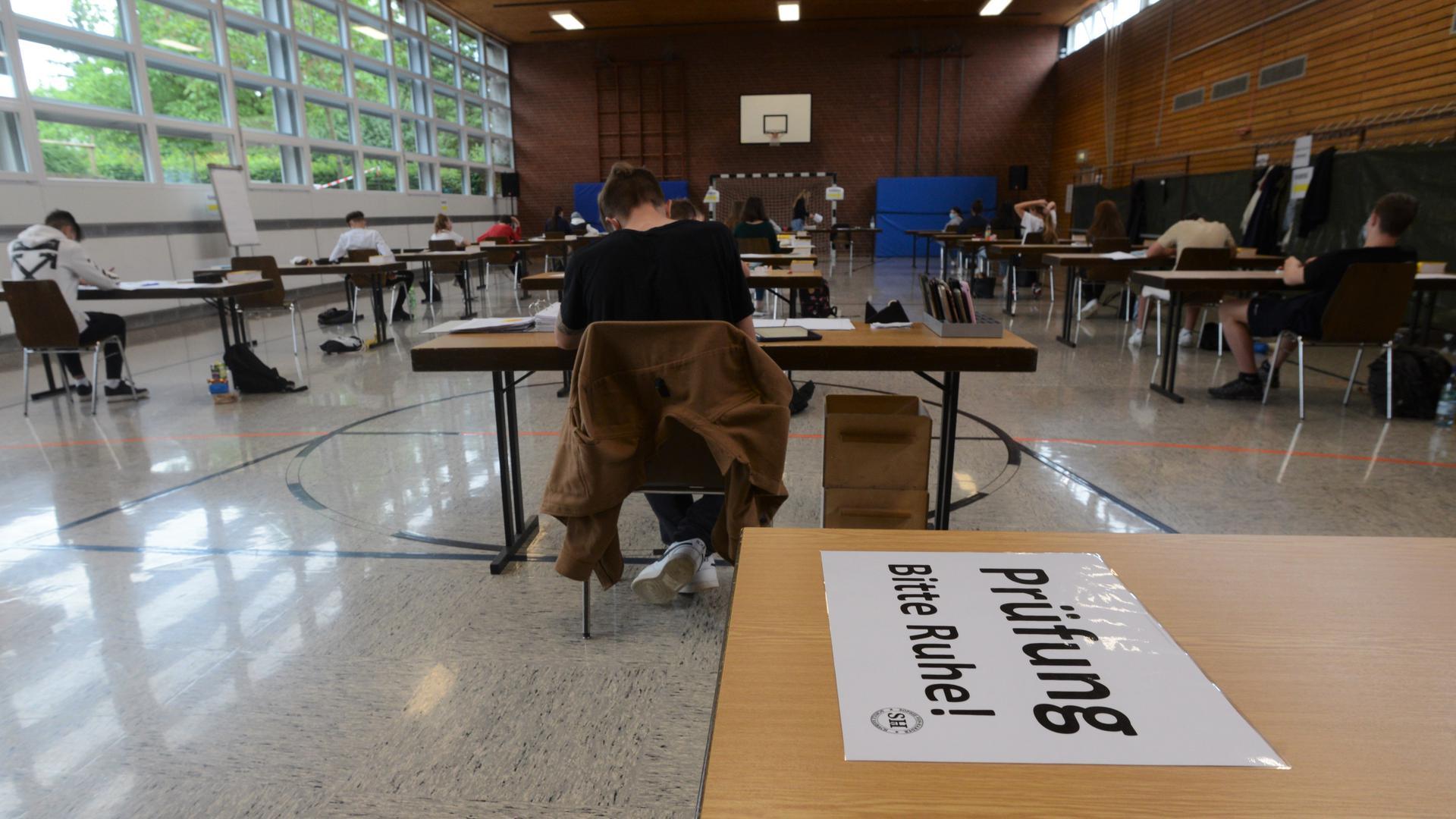 Hoch konzentriert: Wie hier in der Sophie-von-Harder-Schule in Sasbach mussten die Haupt-, Real-, und Werkrealschüler ihre Deutschprüfung mit extra viel Abstand absolvieren.
