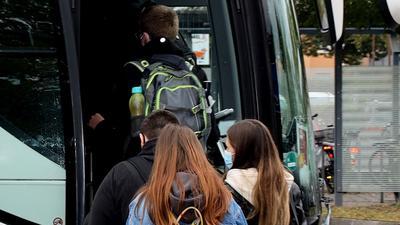 Zuweilen eine enge Angelegenheit: Im Schülerverkehr wird es häufig voll - hier beispielsweise der Blick auf die Haltestelle am Acherner Bahnhof.