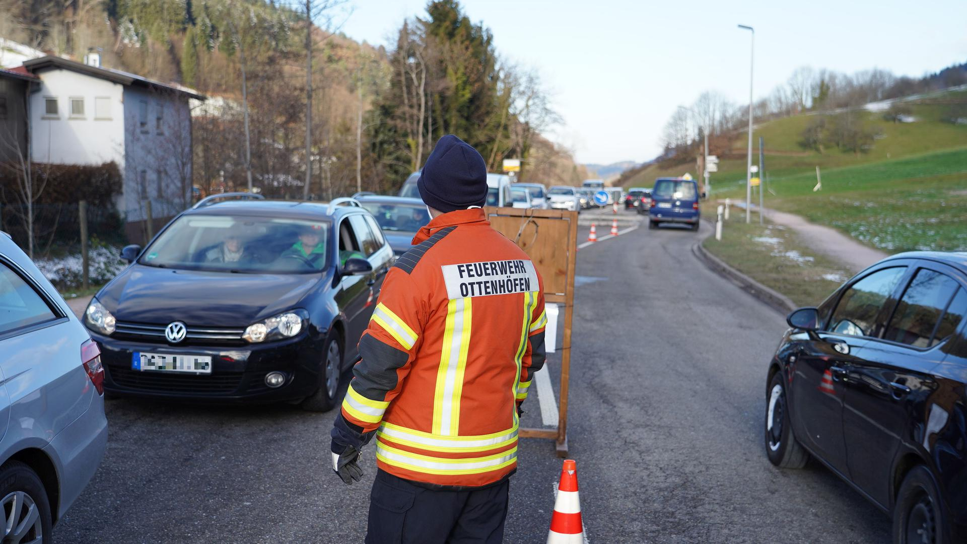 Sperrung der Zufahrtsstraße zur Schwarzwaldhochstrasse in Ottenhöfen.